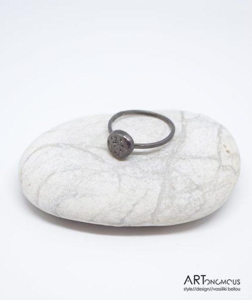 Ασημένιο δαχτυλίδι με μαύρη οξείδωση 002149