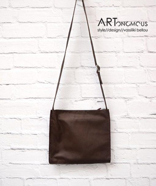Δερμάτινη καφέ τσάντα με γεωμετρικά σχήματα 002206a (4)