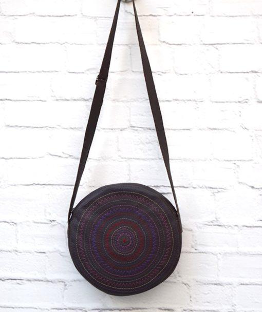 στρόγγυλη τσάντα κέντημα μοβ Artonomous 1