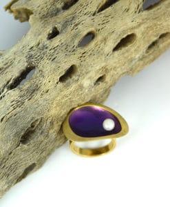 Δαχτυλίδι επίχρυσο με μοβ σμάλτο & μαργαριτάρι 00256232a (1)