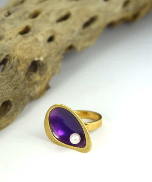 Δαχτυλίδι επίχρυσο με μοβ σμάλτο & μαργαριτάρι 00256232a (3)