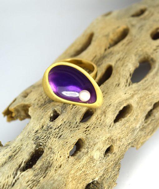 Δαχτυλίδι επίχρυσο με μοβ σμάλτο & μαργαριτάρι 00256232a (4)
