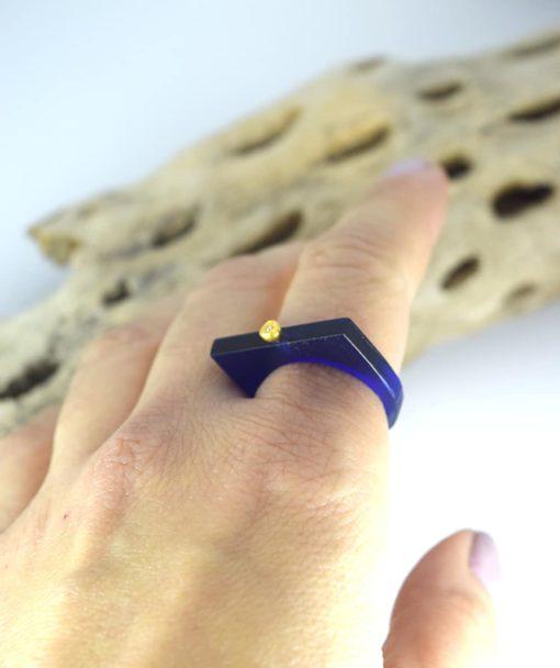Δαχτυλίδι Plexiglass με επίχρυσο στοιχείο & ζιρκόν Μπλε 00256223a (2)